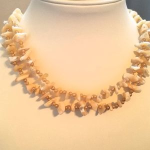 Jewelry - Vintage shell petal pink necklace